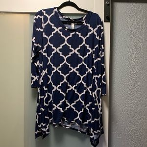 Geometric navy & white tunic top - see comments
